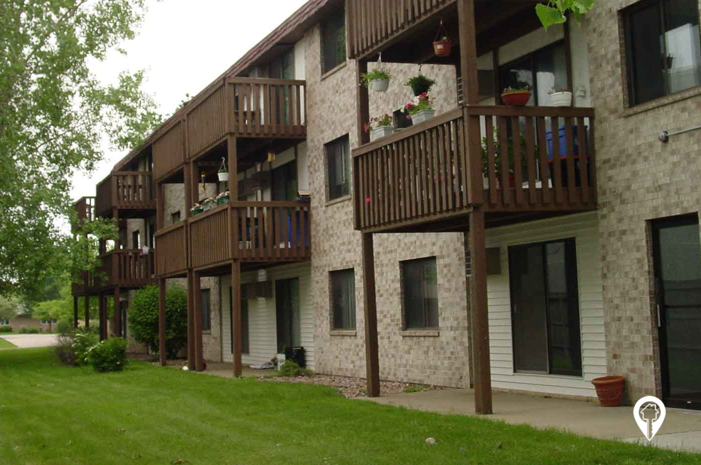 Holiday Manor Apartments