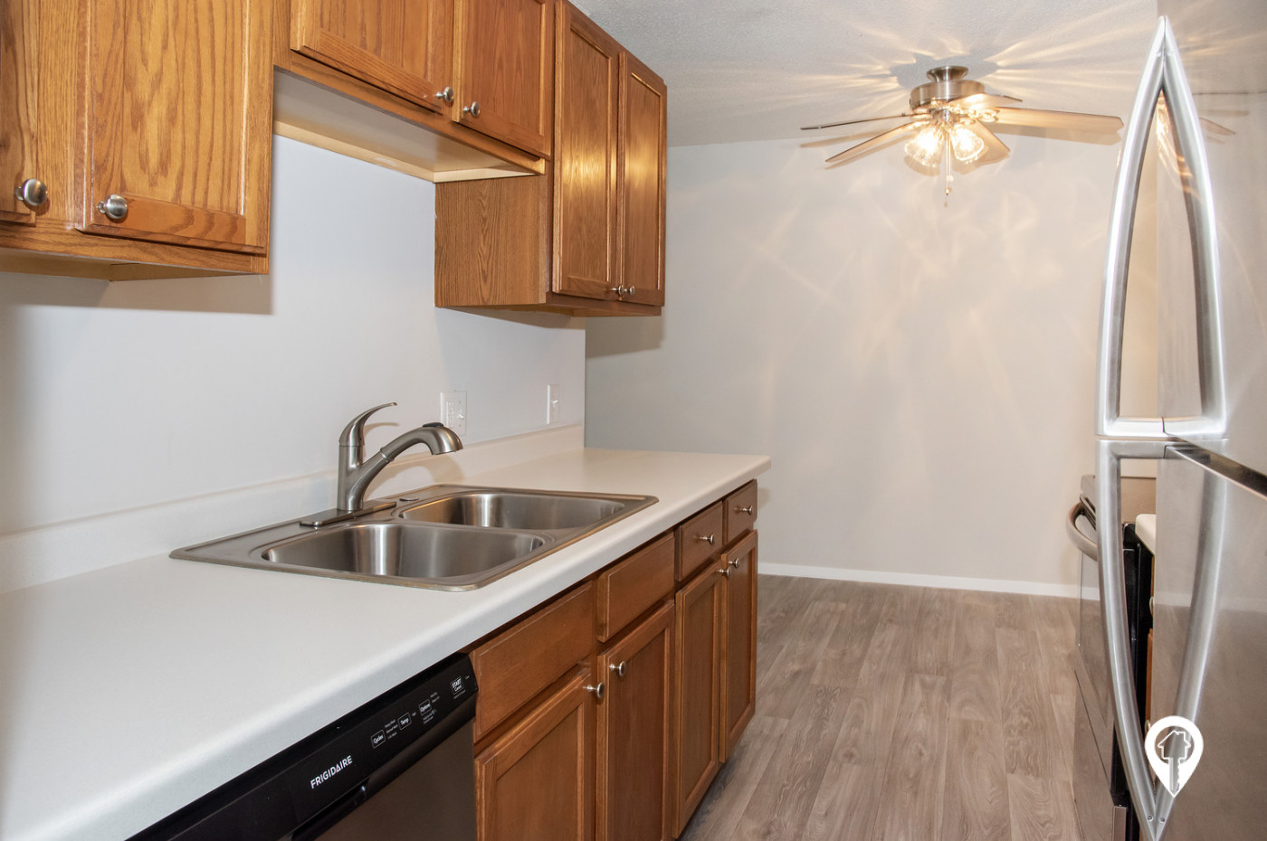 Colonial-Villa-Apartments-In-Unit-Dishwasher-Ceiling-Fans-Included-Unit-Features
