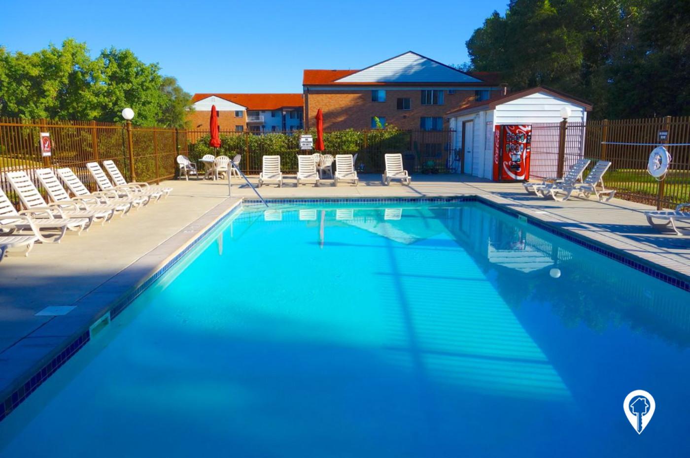 Colonial-Villa-Apartments-Outdoor-Community-Pool