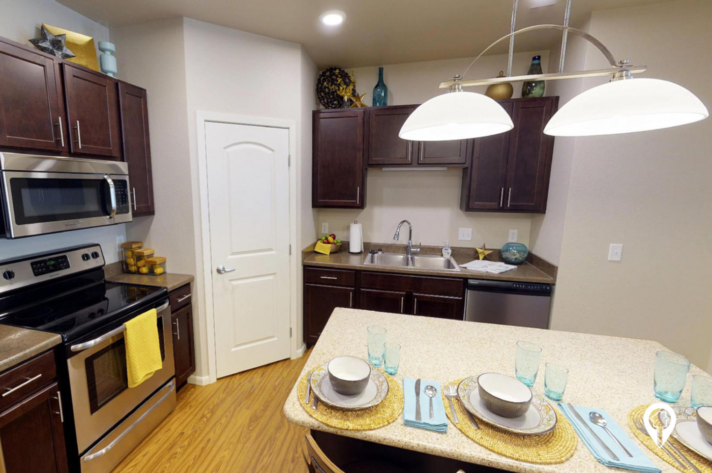 Chateau-Apartment-Homes-Great-Kitchen-Layouts-Include-Granite-Countertops-Island-Stainless-Steel