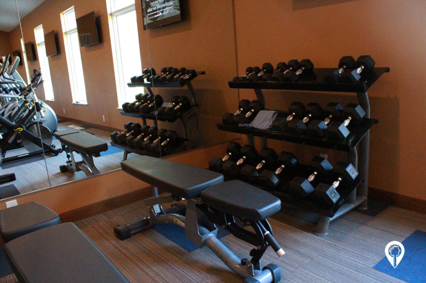 Deer-Ridge-Apartments-Free-weight-station