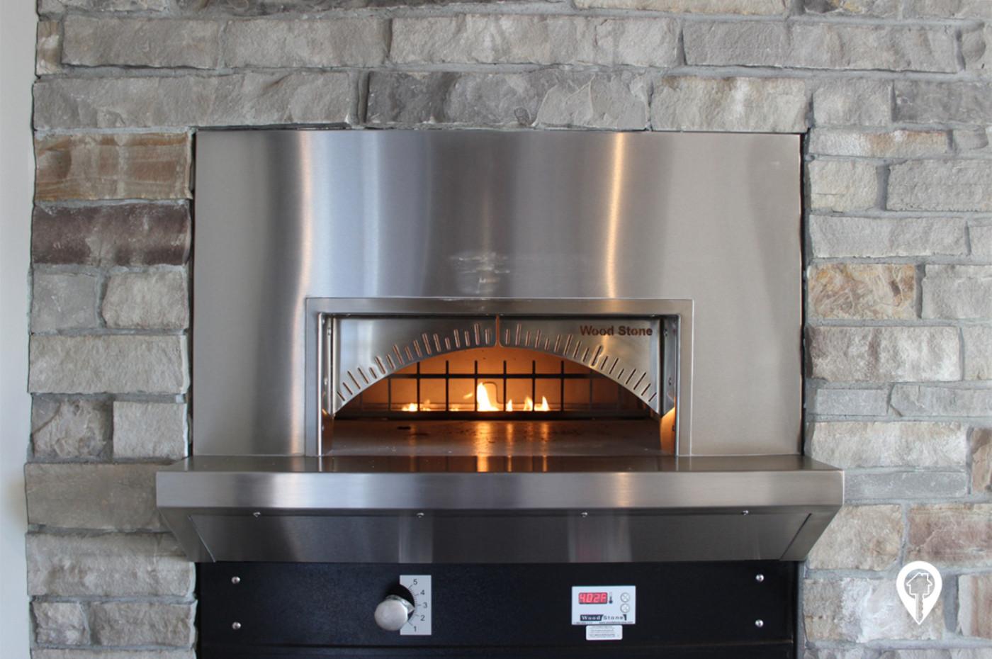 Deer-Ridge-Apartments-Brick-oven-pizza-anyone