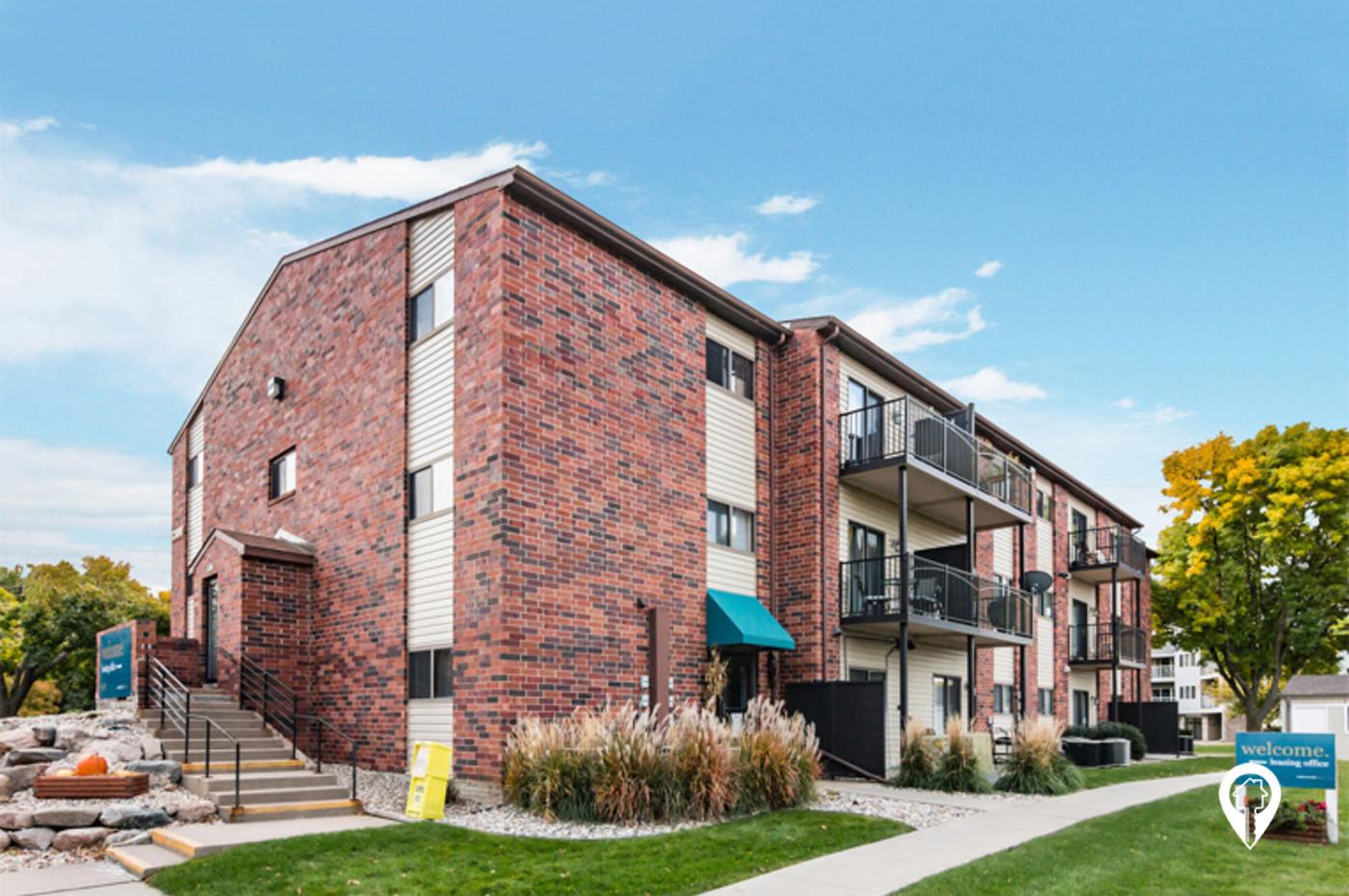 Oakwood-Estates-Apartment-Homes-Welcome-Home-Oakwood-Estates