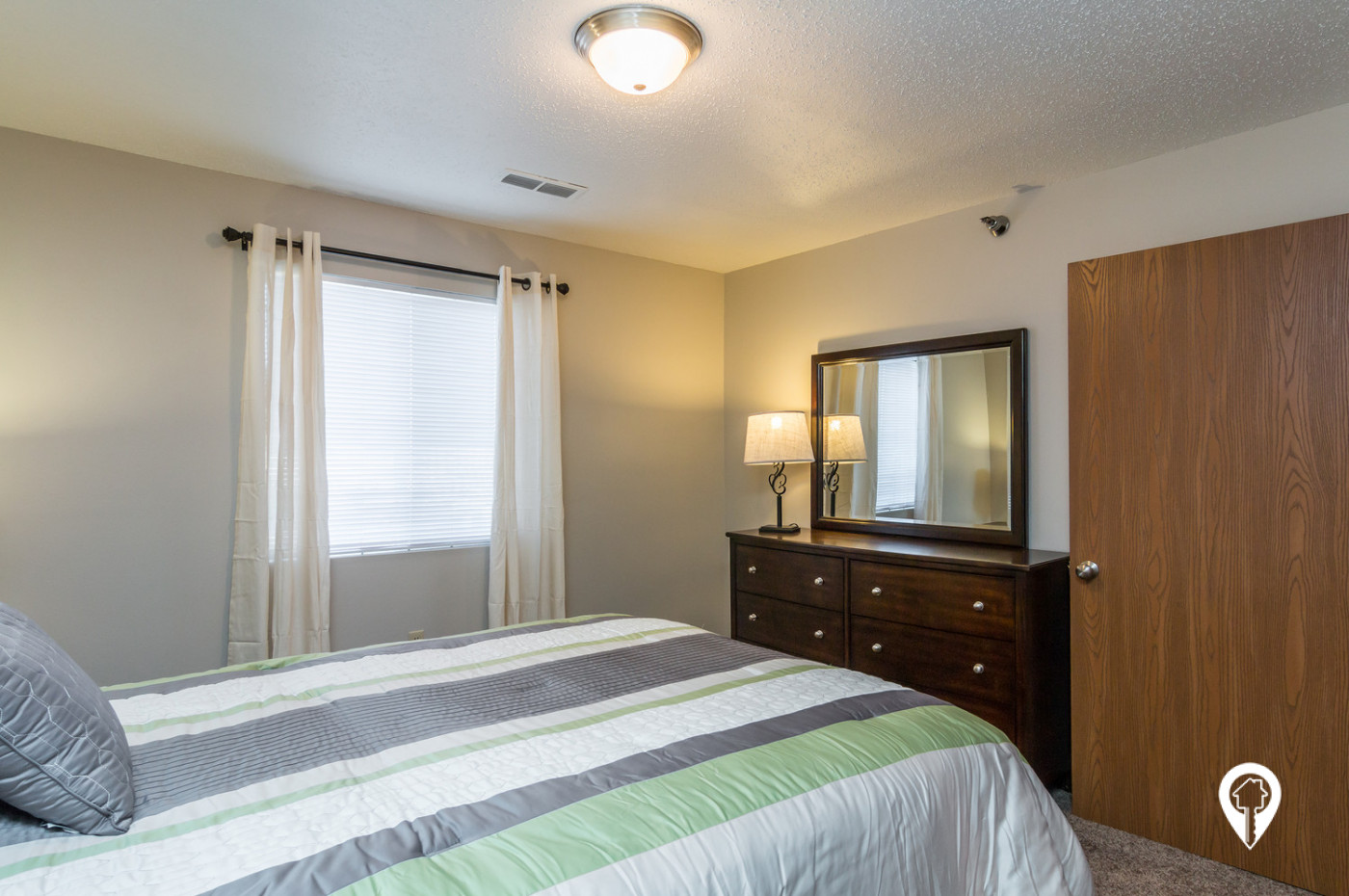 Oxbow-Park-Apartments-Spacious-Bedrooms
