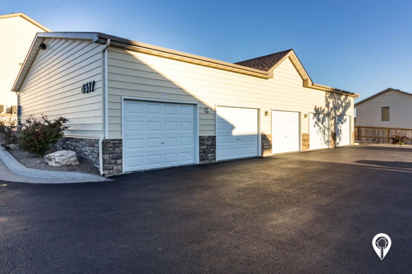 Homestead-Garden-Garage-Parking